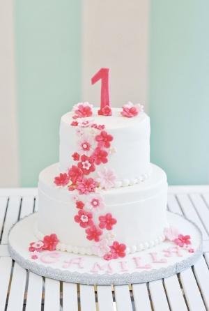 Torta pasta di zucchero fiori rosa e fucsia
